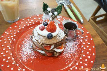 Angie2018ChristmasPancakesココア生地×生クリーム×苺×チョコソースの絶品パンケーキ★アンジー(神戸/元町)
