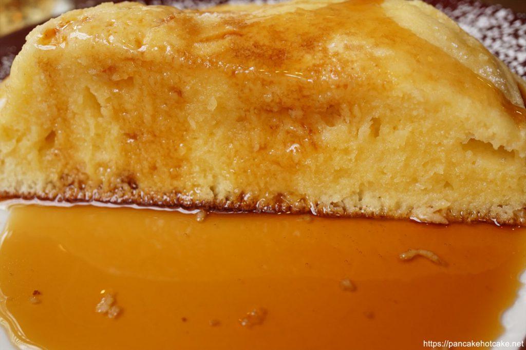 Enjoy CAFEのホットケーキにシロップを垂らした♪
