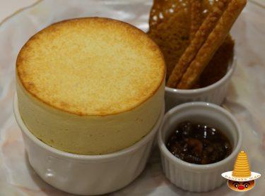 熱々チーズが、とろーりのグリュイエールチーズのスフレ★銀座ぶどうの木(東京/有楽町)