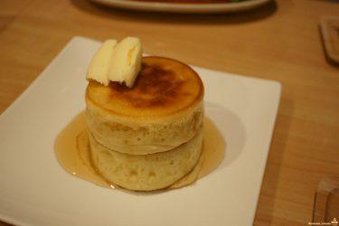 【閉店】はちみつバターのパンケーキ直径8cm×厚さ3cm×2段の真丸なパホケ♪レイスムージーズ(京都/六角通)