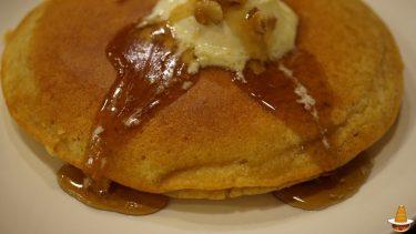 大きな香ばしい全粒粉入バタークリームパンケーキ カフェレストランR(アール)(大阪/阪急茨木市)