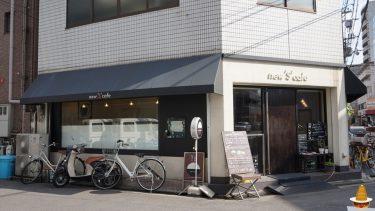 隠れ家的カフェで、大きな丸いホットケーキとイルカ2頭?ニュースカフェ(newScafé)(大阪/江坂)