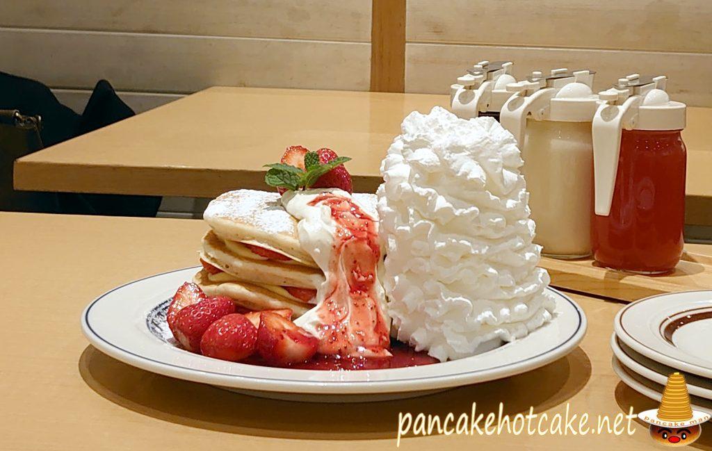 【期間限定】いちごのミルフィーユパンケーキ(Millefeuille Pancakes) ¥1580円(税別)
