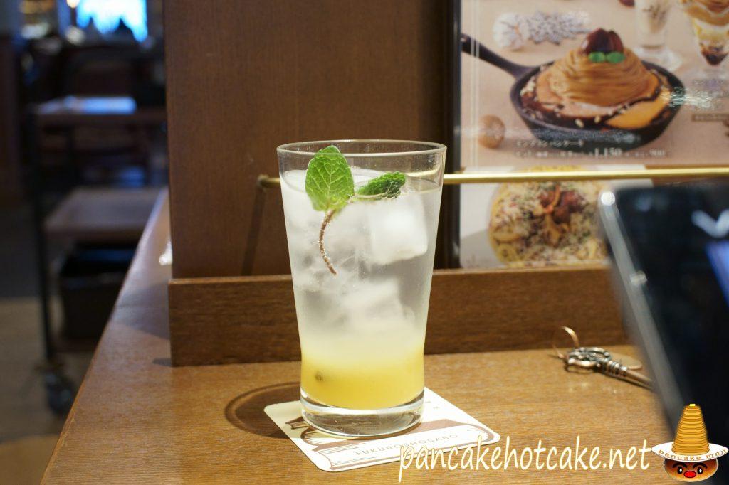 飲み物はジンジャエールを注文 梟書茶房(東京、池袋)