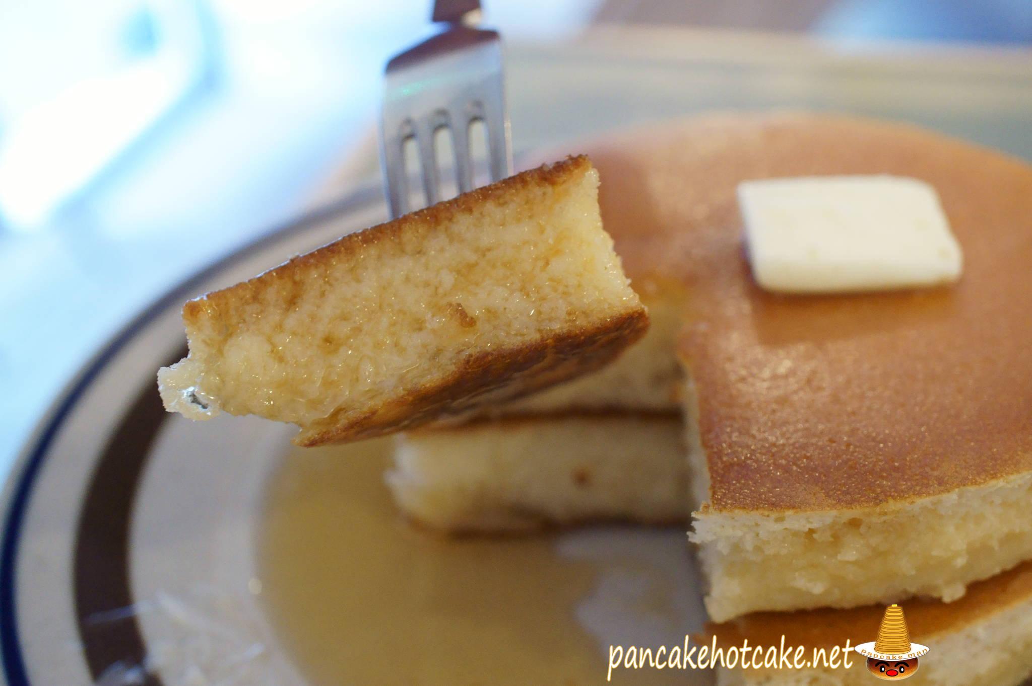 ホットケーキの断面にシロップをたっぷり染み込ます♪月森、大阪