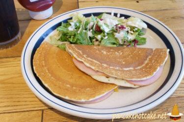食べた物:エッグスンパンドイッチ(ロースハム)&ドリンク(Eggs'n Pancake Sandwich)エッグスンシングス梅田茶屋町店