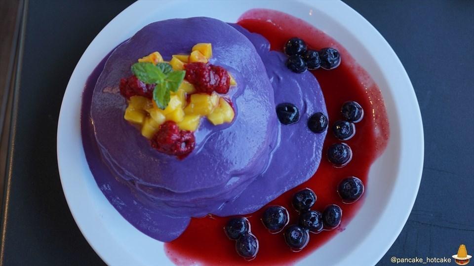 爽やかな神戸の港の潮風と紫色のハロウィン パンケーキ♪エッグスンシングス神戸ハーバーランド店(神戸/モザイク)パンケーキマン