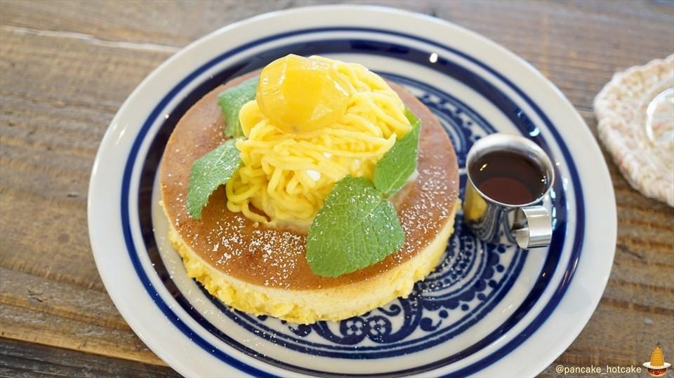 季節のパンケーキ お芋と栗のパンケーキと時々ワンコ♪うららの食堂(大阪/和泉府中)パンケーキマン