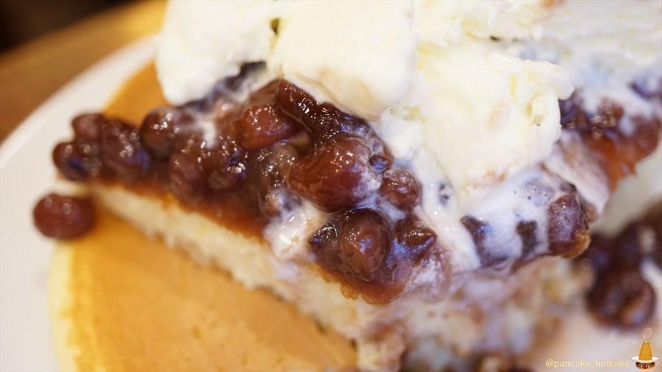 元町サントスのホットケーキ 小倉あん&アイスクリームの誘惑に負けたパンケーキマン(神戸/元町)