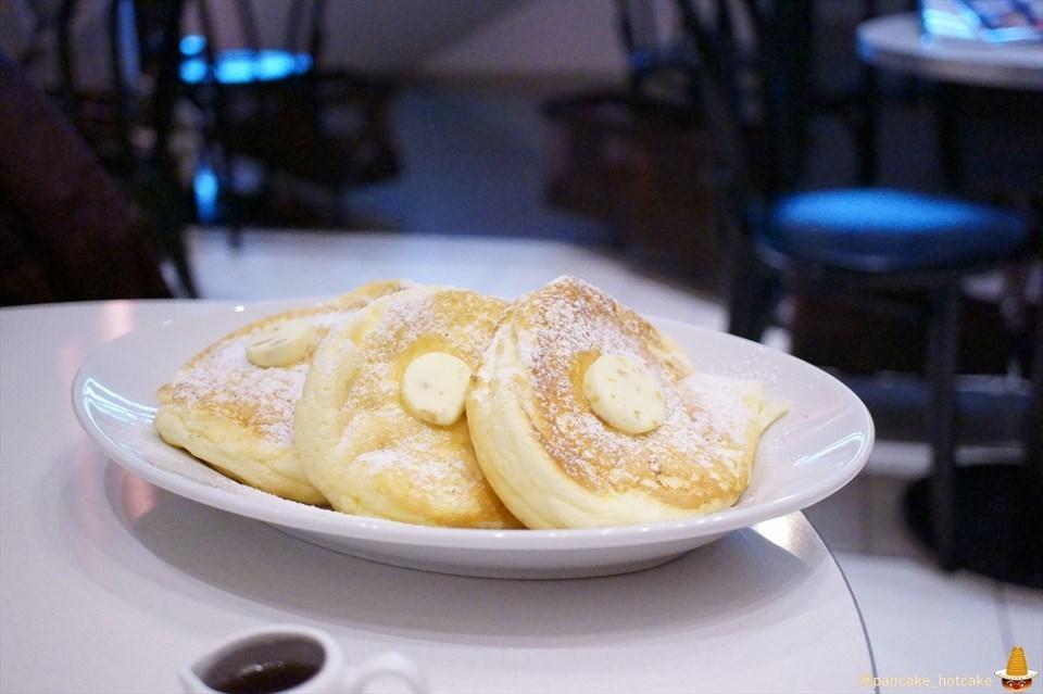 ライトカフェ(Light Cafe)スパイラルタワー店 リコッタチーズパンケーキ ¥1,080円 パンケーキマン