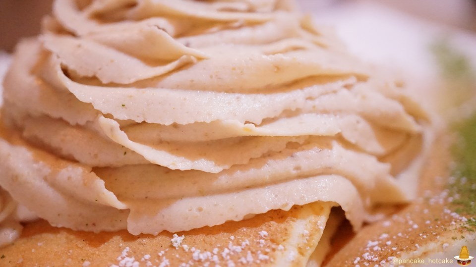 超絶品♪モンブランパンケーキ フワトロのクリームたっぷり♪ アンジュジュメール(大阪/日本橋)パンケーキマン