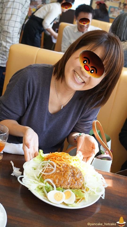 今回はパホケ仲間7人で日本最大の超巨大ホットケーキに挑戦した20cm×4cm×2枚♪ポプラ(兵庫/播磨町)パンケーキマン