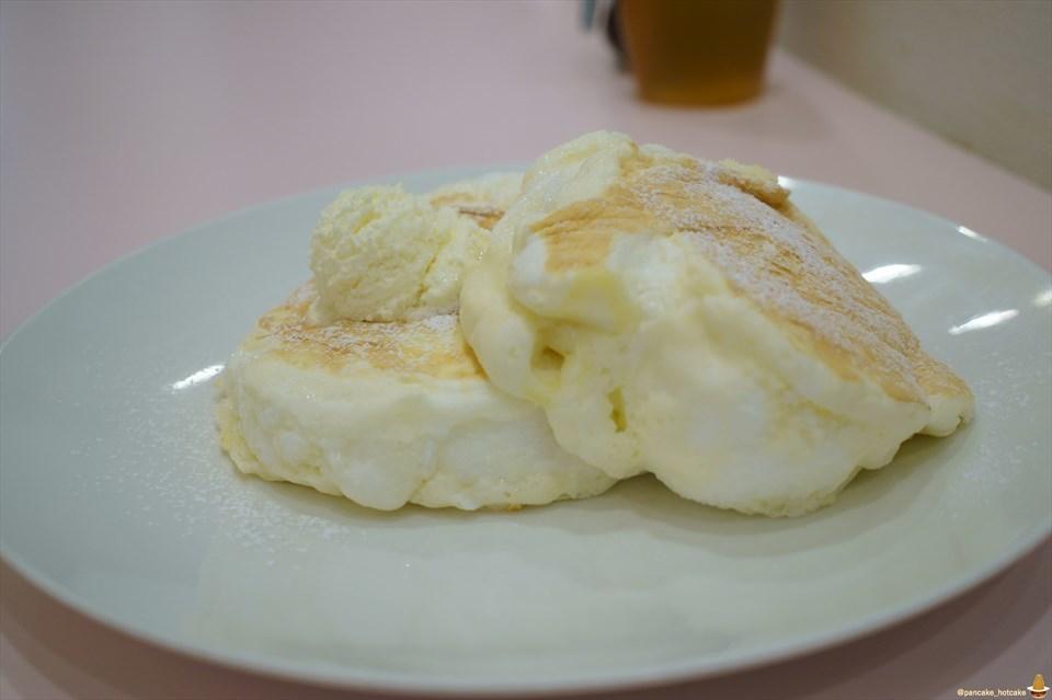 超絶品のスフレ パンケーキ!?ふわふわ&しゅわしゅわ♪とろけるパンケーキ デニーロ(神戸/三宮)パンケーキマン