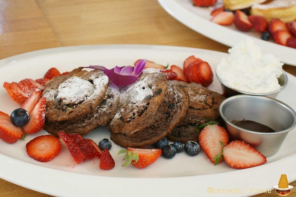 1日10食限定ベリーベリーチョコレートパンケーキ&べリベリーパンケーキ NORTHSHORE(カフェ&ダイニング ノースショア)大阪/北浜 Pancakeman