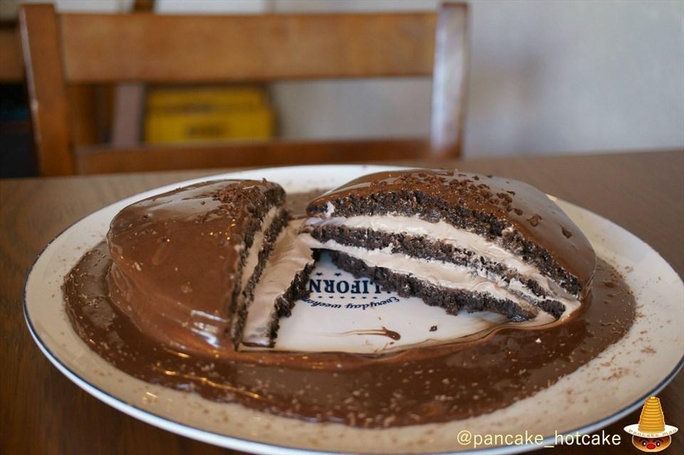 ビターチョコの黒いパンケーキ cafe blow(カフェ・ブロウ)日根野