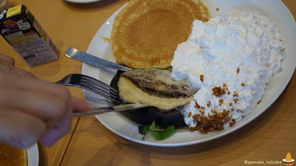 秋限定!自家製 生キャラメルソースのキャラメルハニー パンケーキと真っ黒なバナナ!? エッグスンシングスUSJ前(大阪/ユニバーサルシティ)パンケーキマン