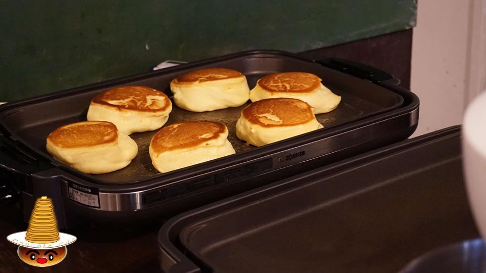 紅茶ミルクパンケーキ 自家製グラノーラかけ 幸せのパンケーキ(大阪/心斎橋)パンケーキマン