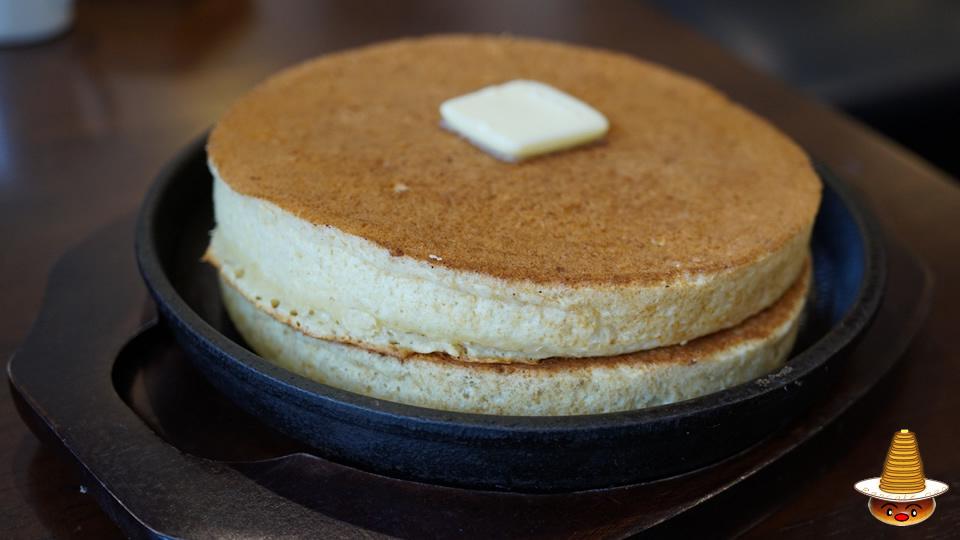 敷島珈琲店の熱々パンのホットケーキ♪(岐阜/敷島)パンケーキマン