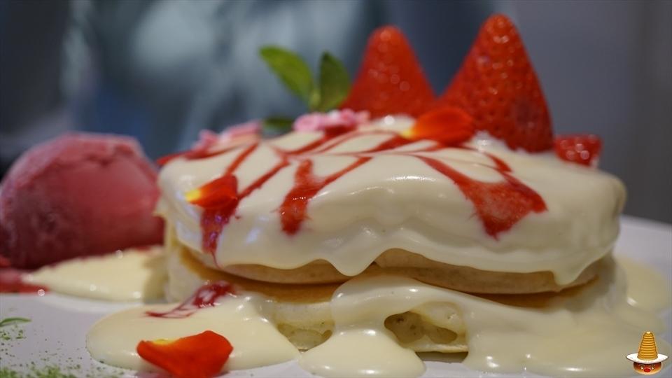 Vege(ベジ)苺のパンケーキとビーフシチューとパンケーキ(名古屋/伏見)パンケーキマン