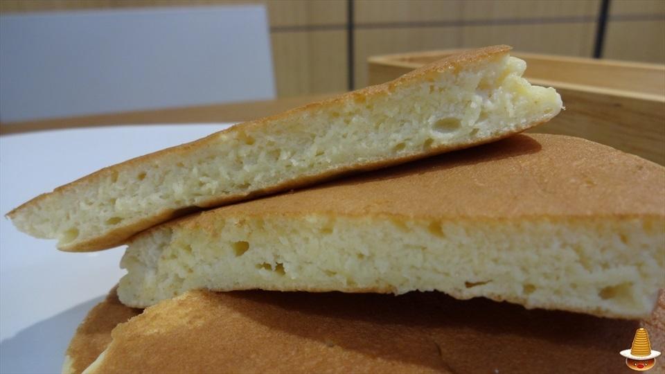しっとりなプレーンパンケーキ&めっちゃ抹茶なパンケーキ(テーラテール(terre a terre))(名古屋/高岳)パンケーキマン