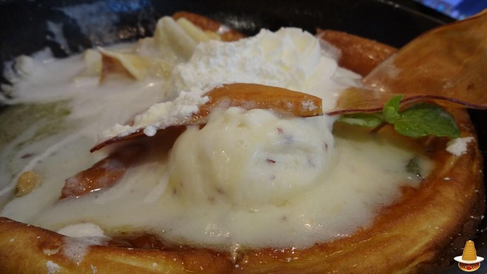 木本さんの鳴門金時ジェラート&メイプルバターのパンケーキ(ダッチベイビー) MACCARONI(マカロニ)(名古屋/名駅)