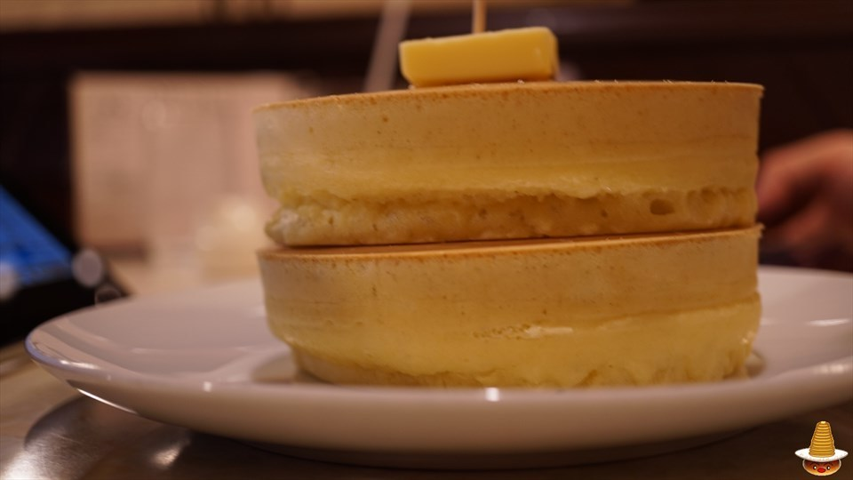 ボリューム満点のサクサクの厚焼きパンケーキをダブルで食べる♪昭和の喫茶店 ニット(東京/錦糸町)パンケーキマン