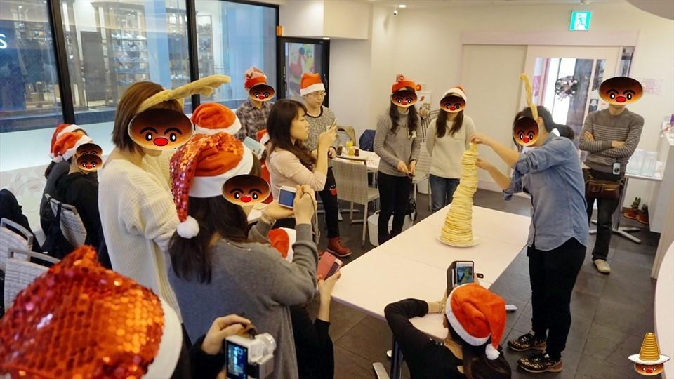 クリスマス会&パホケ会26 58cm 56枚の過去最高のパンケーキタワー♪ デニーロ(神戸/三宮)パンケーキマン