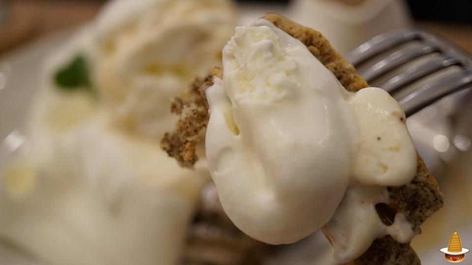 超絶品 紅茶のTeaパンケーキ♪と海老と野菜のアヒージョのパンケーキ アンジュジュメール(大阪/日本橋)パンケーキマン