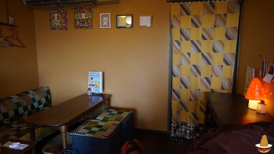 猫の居るカフェで、できたてホットン(猫足跡)ケーキ←ホットケーキ♪サビオ カフェ(神戸/西宮北口)