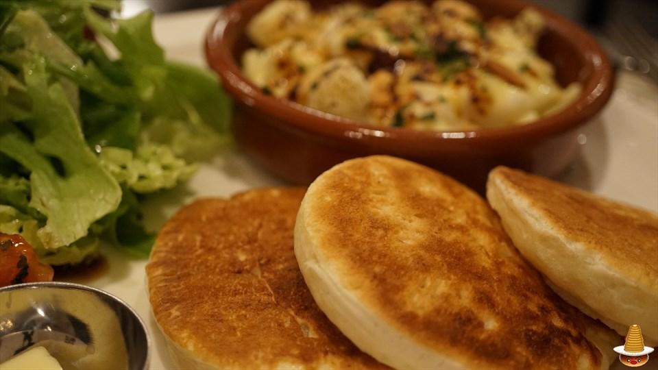 英国のパンケーキの1つ 美味しいクランペットを食べよう♪トリントンティールーム(大阪/谷町六丁目)パンケーキマン