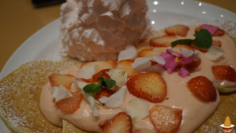 苺尽くしのレアレア パンケーキを食べに行こう♪ エッグスンシングスの日本上陸6周年記念(大阪/USJ前)パンケーキマン
