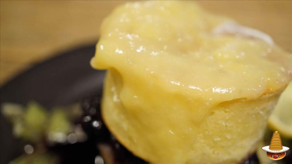 ヴェール デ グリ(VERT DE GRIS)のはちみつレモンとブルーベリーのパンケーキ パンケーキマン