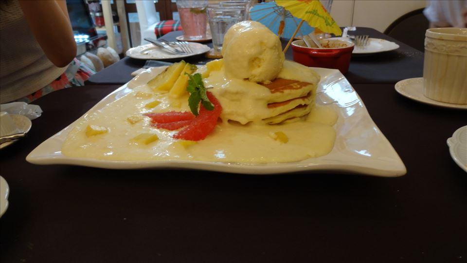 ラムレーズンのパンケーキ ミックスジュースのパンケーキ アンジュジュメール(大阪/日本橋)