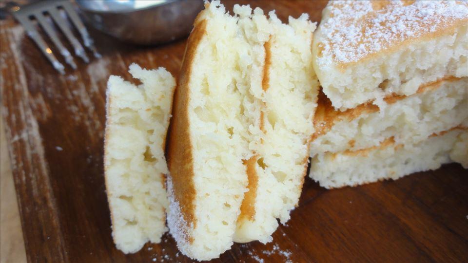 ふわふわ生地と、もっちり生地のプレーンパンケーキ ミカサデコ&カフェ(大阪/湊町)