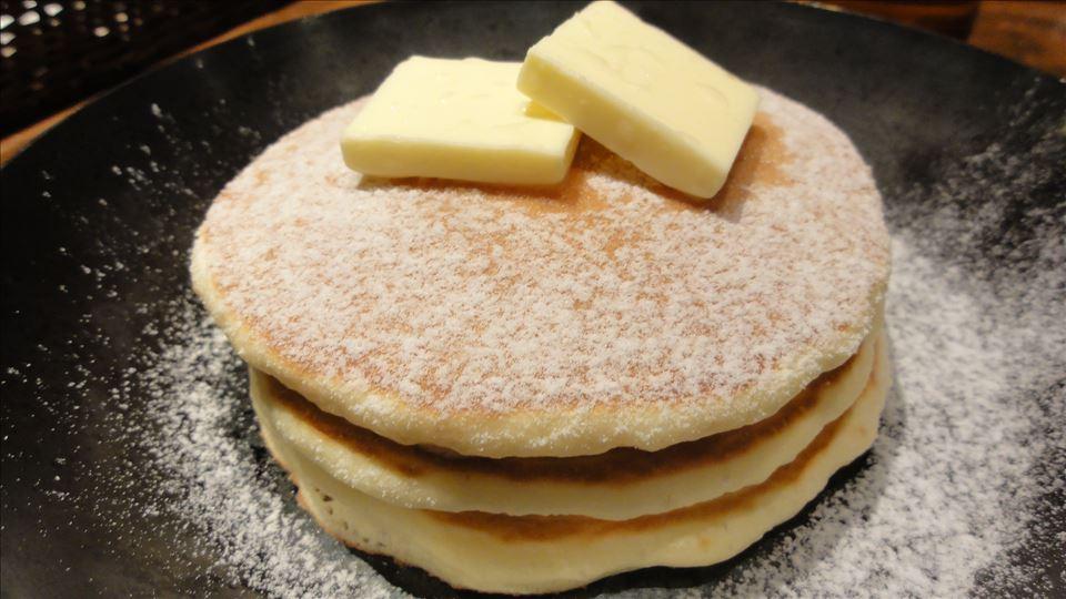 発酵バターとメープルシロップのシリアルパンケーキ YURT(カフェ ユルト)(兵庫/神戸/三宮)