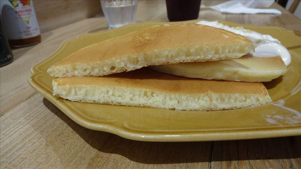 potto(ポット)南船場 マカダミアナッツソースのパンケーキ♪ パンケーキマン