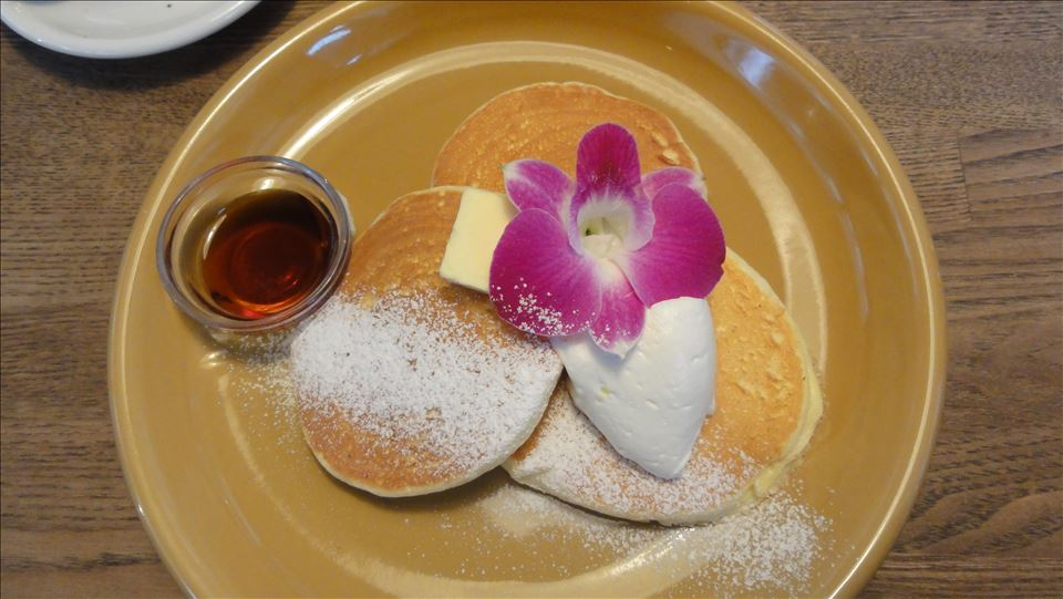 プレーンパンケーキとショコラティラミス風パンケーキ Cafe Lanai (カフェ ラナイ)(大阪/曽根)