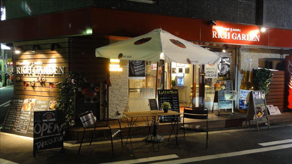 白いメープルクリームソースのクラシックパンケーキ RICH GARDEN(リッチガーデン)(大阪/なんば)