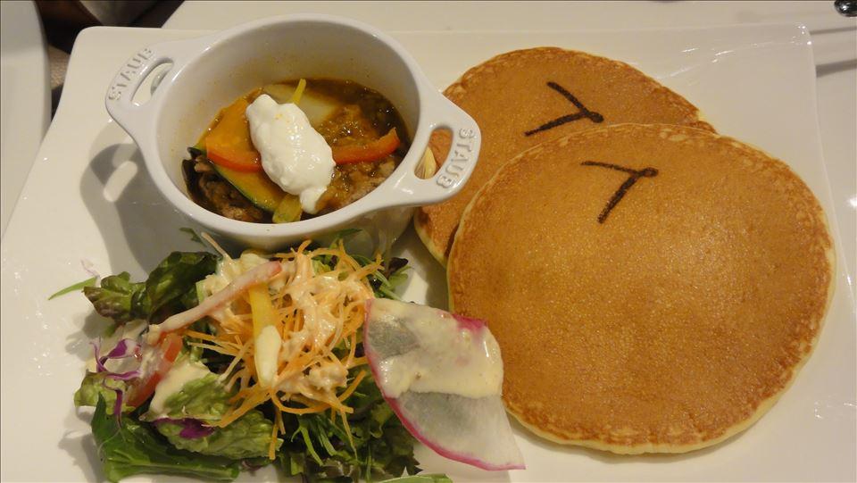 エレシバターとメープルシロップ パンケーキ DE LA LUNA(ロカンダ)(大阪/阪急梅田)