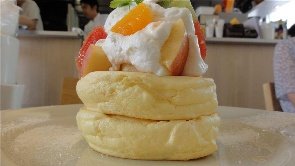 レインボーパンケーキ(神宮前)フルーツパンケーキ